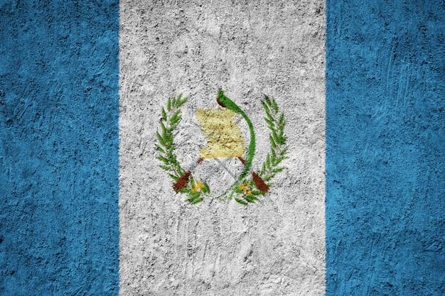 Guatemala-flagge auf grunge-wand gemalt