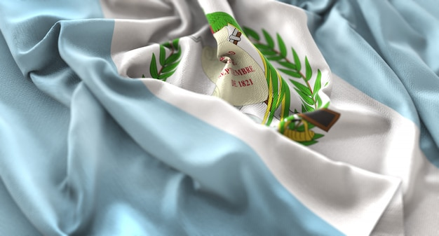 Guatemala-flagge gekräuselt winkeln makro nahaufnahme schuss