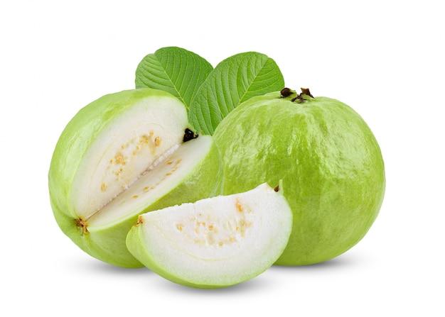 Guavenfrucht auf weißem tisch
