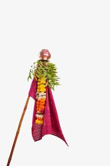 Gudhi padva ist ein frühlingsfest, das das traditionelle neue jahr für marathi hindus markiert.