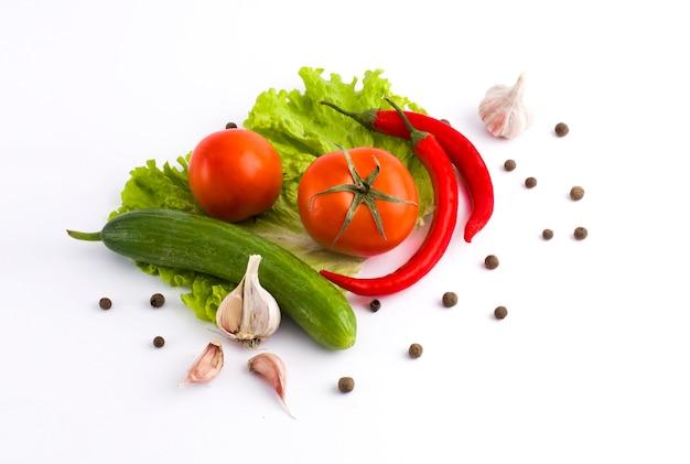 Gurken mit tomaten und knoblauch
