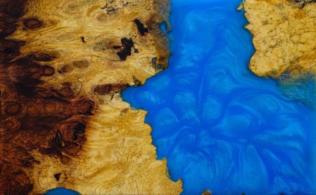 Guss-epoxidharzplatte mit afzelia-maserholz, draufsicht auf holz für den hintergrund