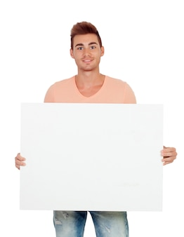 Gut aussehender mann, der ein leeres plakat hält