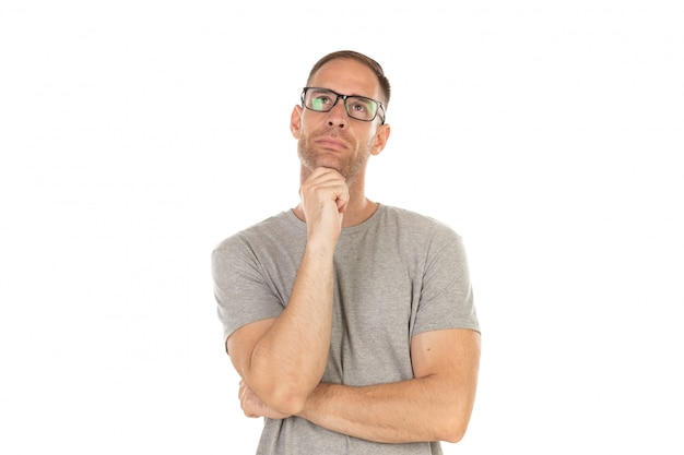 Gut aussehender mann mit brille