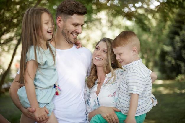 Gute stimmung von liebevoller familie