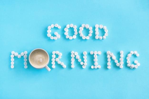 Guten morgen aus marshmallow und kaffee. konzept