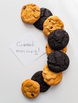 Guten morgen inschrift auf dem aufkleber mit keksen