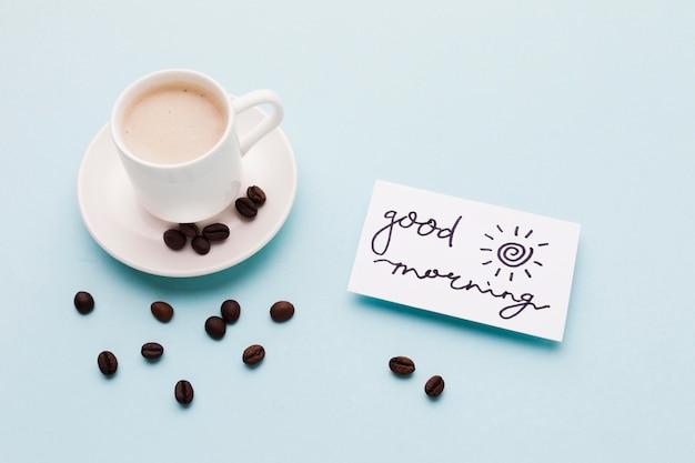 Guten morgen nachricht mit kaffee