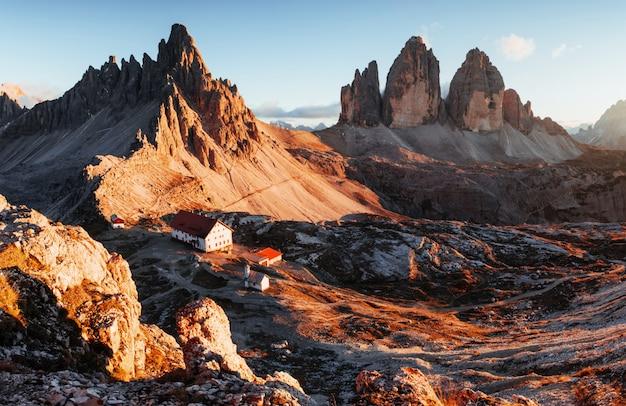 Gutes wetter. hervorragende landschaft der majestätischen seceda dolomit berge am tag
