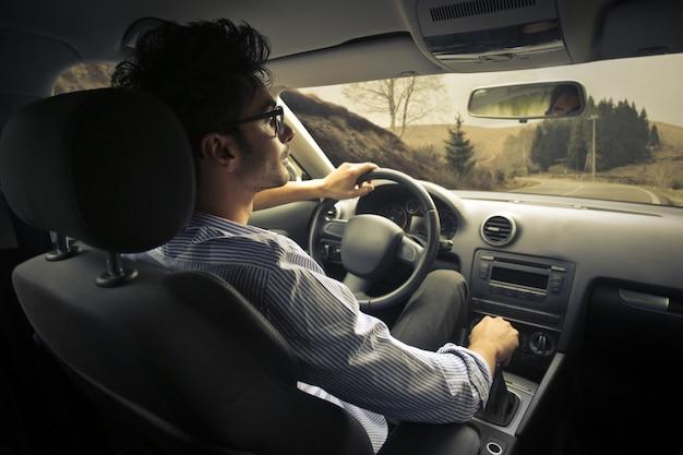 Guy autofahren