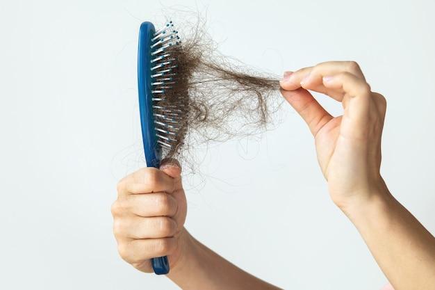 Haarbürste mit viel weiblichem haar