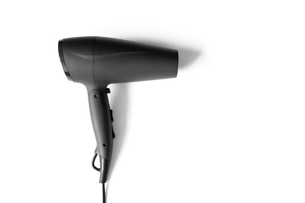 Haartrockner lokalisiert auf weißem hintergrund mit kopienraum, draufsicht