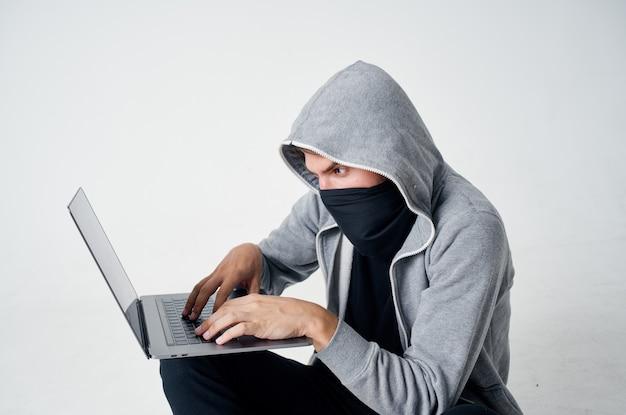 Hacker stealth-technik raub sicherheit hooligan isolierter hintergrund