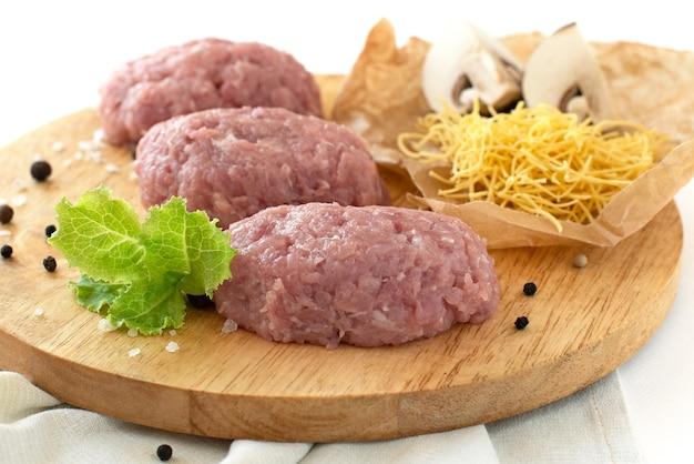Hackfleisch pastetchen gehacktes fleisch kochen schweinefleisch huhn truthahn zwiebelgewürz