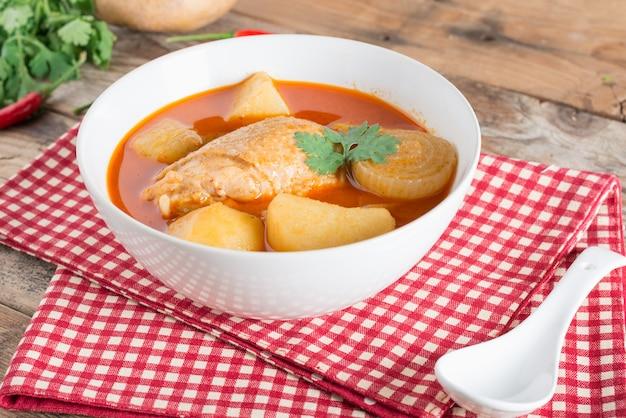 Hähnchen-muschel-curry.