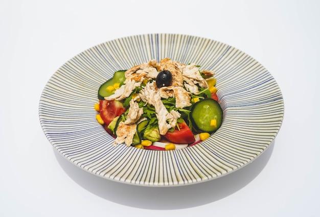 Hähnchensalat mit salattomate und gurke