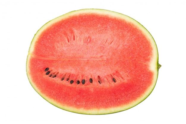 Hälfte der wassermelone lokalisiert auf weißem hintergrund
