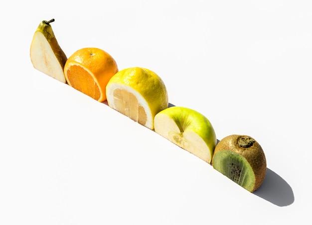 Hälften exotischer früchte