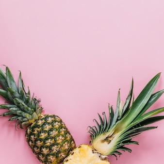 Hälften von frischer ananas