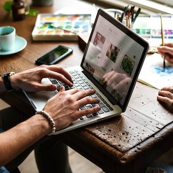 Hände auf der suche nach pflanzen online-shop kaufen