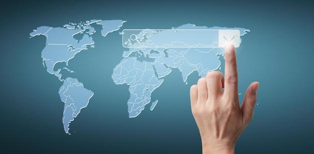 Hände berühren die schaltfläche bildschirmschnittstelle globale verbindung kundennetzwerk-datenaustausch