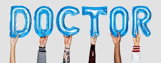 Hände, die doktor zeigen, steigt wort im ballon auf