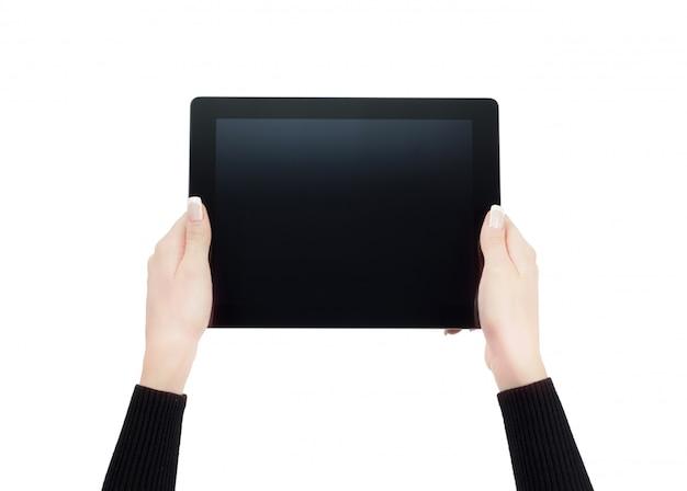 Hände, die einen tablettenhintergrund halten