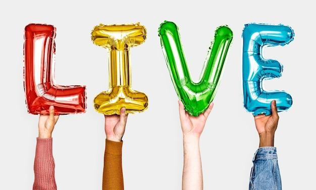 Hände, die live ballone wort zeigen