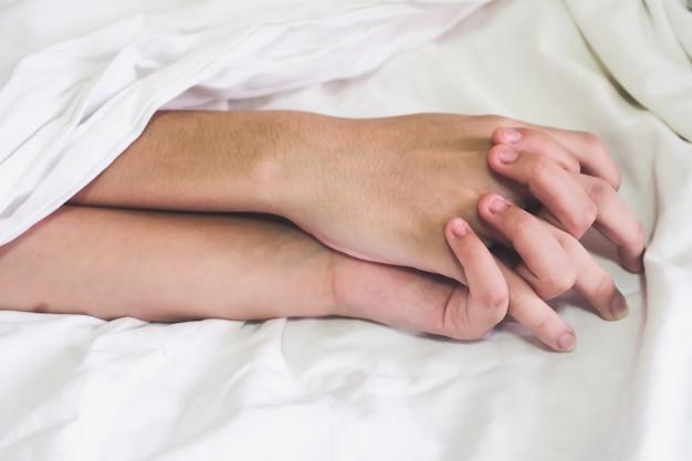 Hände eines paares