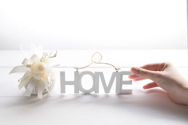 Hände halten inschrift home