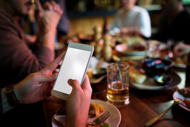 Hände halten mobile show vorhanden