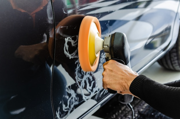 Hände halten polnisches auto