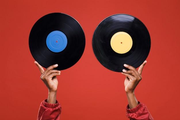 Hände halten vinyls