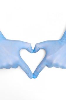 Hände in medizin latex op-handschuhe