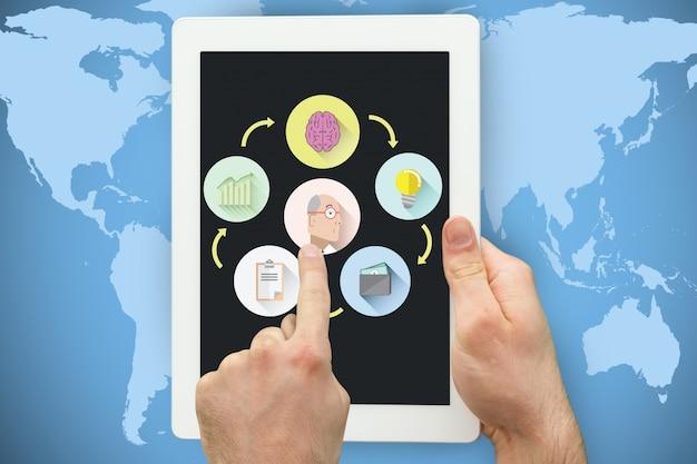 Hände manipulieren einer tablette