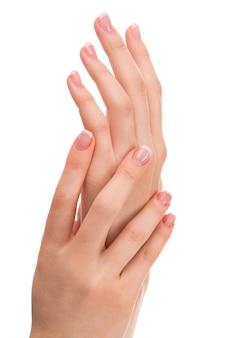 Hände mit französischer maniküre