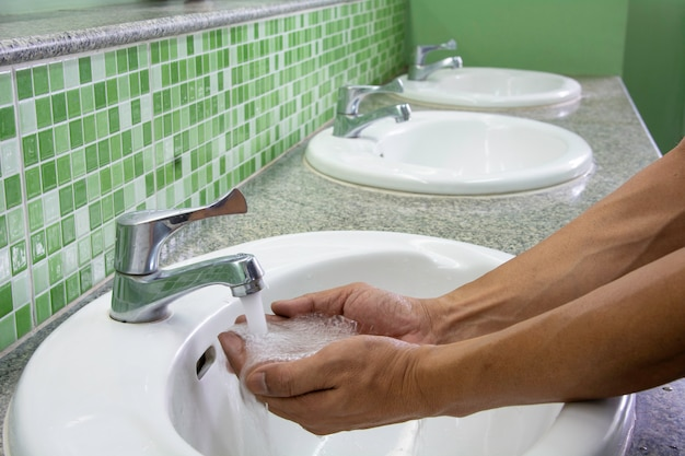 Hände waschen. hände reinigen.