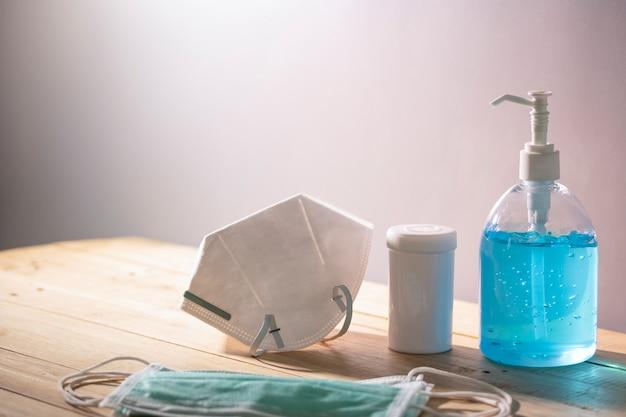 Händedesinfektionsmittel alkohol gel chirurgische maske medizinflasche verhindern schützen ansteckende krankheit covid-19