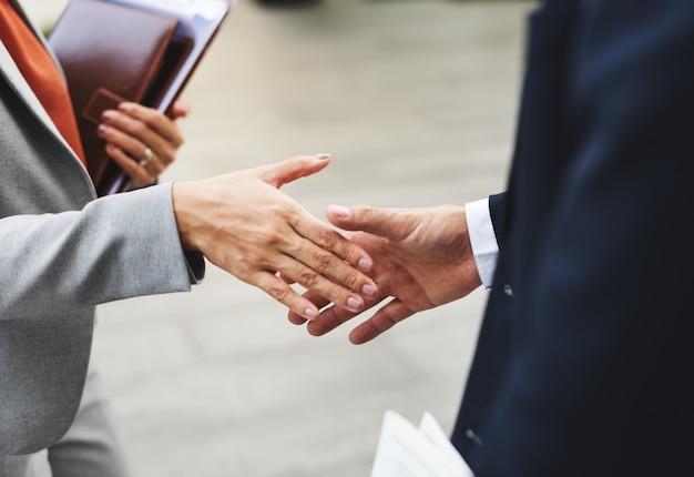 Händedruck-unternehmenspartnerschafts-büro-arbeitskraft-konzept