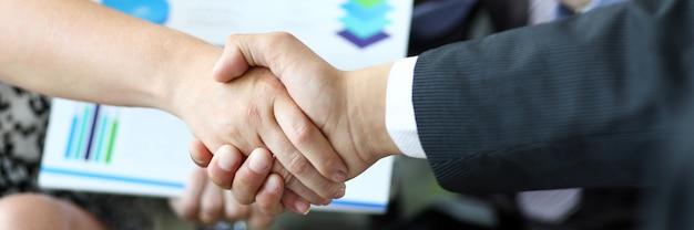 Händeschütteln von partnern
