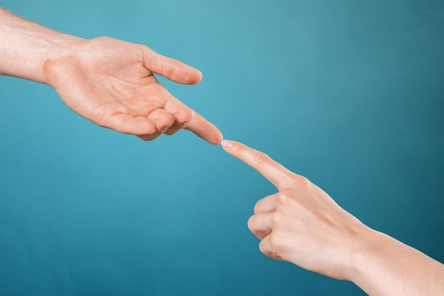 Händeschütteln von zwei personen