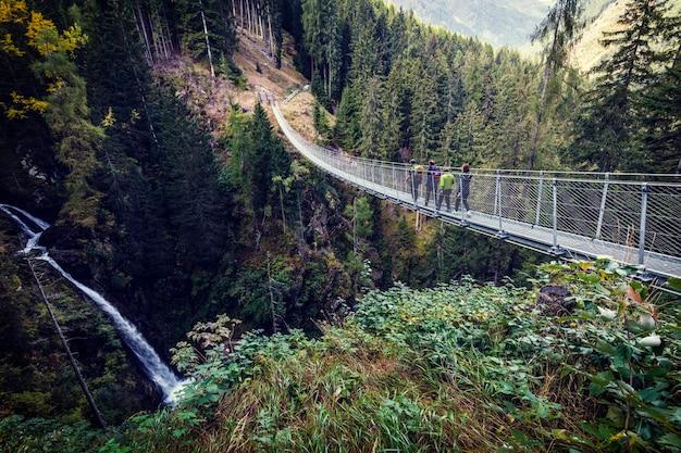 Hängebrücke auf alpen