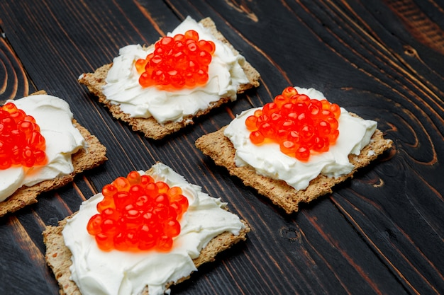 Häppchen mit rotem kaviar