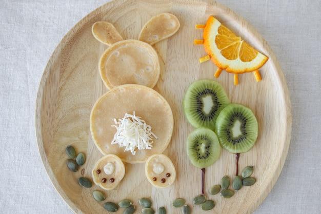 Häschenpfannkuchenfrühstück, spaßlebensmittelkunst für kinder