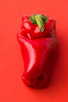 Hässliches gemüse rote paprika