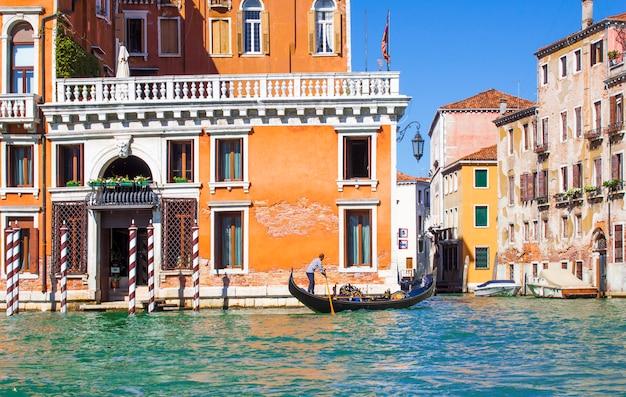 Häuser am canal grande in venedig