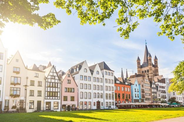 Häuser und park in köln, deutschland