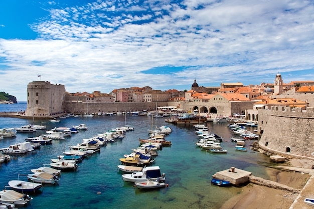 Hafen der stadt dubrovnik in kroatien