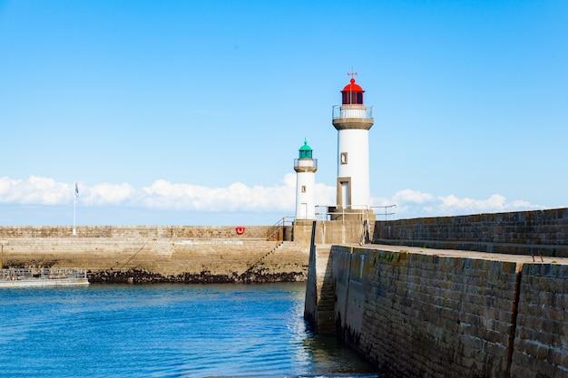 Hafen der stadt le palais auf der insel belle ile en mer in frankreich im morbihan