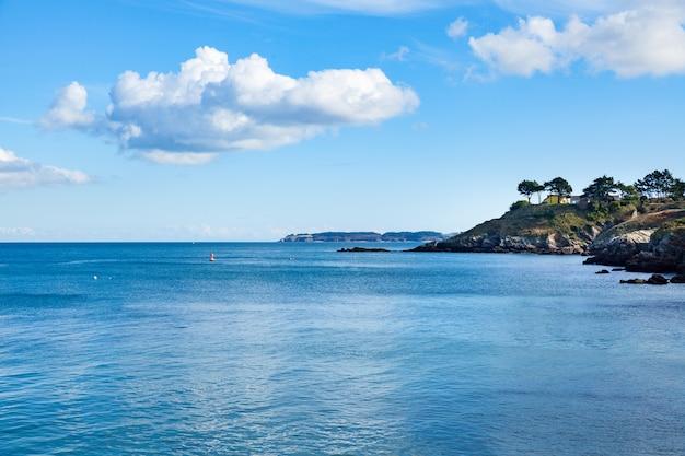 Hafen der stadt le palais in der insel belle ile en mer in frankreich im morbihan